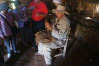 渓谷内の葉巻農家を訪問