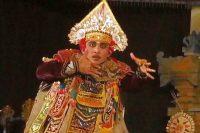 バリの伝統舞踊「バリス」