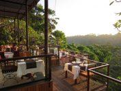 渓谷にせり出した夕日が美しいレストラン「ラ・ビュー」
