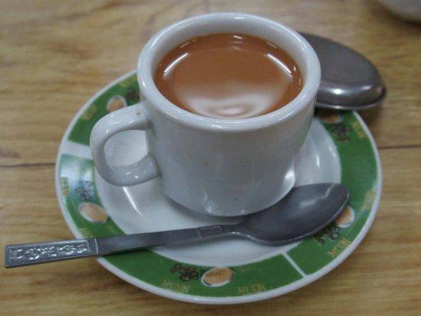 ヤンゴンのカフェにて