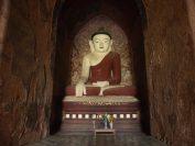 バガンの仏塔の中にはどれも仏像が安置されている