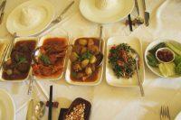 ヤンゴンの高級レストイランにて(ミャンマー料理)