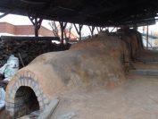 青磁作家金福漢氏の窯、登り窯が設置されています。