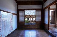 北村宅、かつての御主人の部屋。壁には当時の王様への報告書と返信が飾られている(複製)。