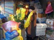 南部市場にキムチの食材選びの見学、安先生と。
