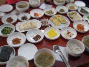 学忍堂の伝統的スタイルの朝食