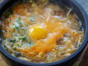 朝食のコンナムルヘジャンク(大豆もやしのスープご飯)。モヤシはこの町の名産。