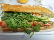 フランスパンサンドイッチ。とても美味しい!