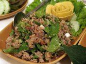 ラオスの代表的料理「ラープムー(豚挽肉のサラダ)」