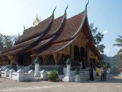 美しいルアンパバン様式のお寺「ワットシェントーン」