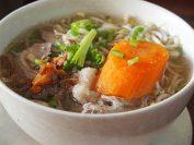 カンボジアの代表的麺料理「クイテウ」(写真は豚肉のクイテウ)