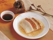 それぞれ異なった10数種類の前菜が特徴。こちらは豚肉を使った北京熏肉。