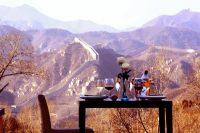 ホテルのレストランからは長城が望める。